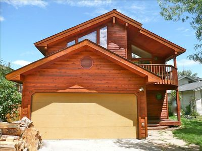 Front View of this cedar mountain home