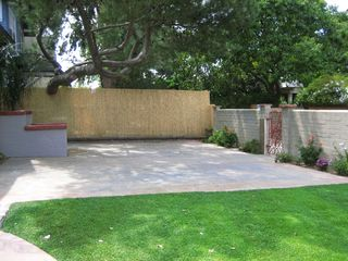 Venice Beach property rental photo - Shared front yard @ the Dudley's