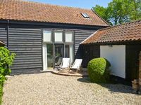 DUCKSFOOT BARN, pet friendly in Pulham Market, Ref 17087