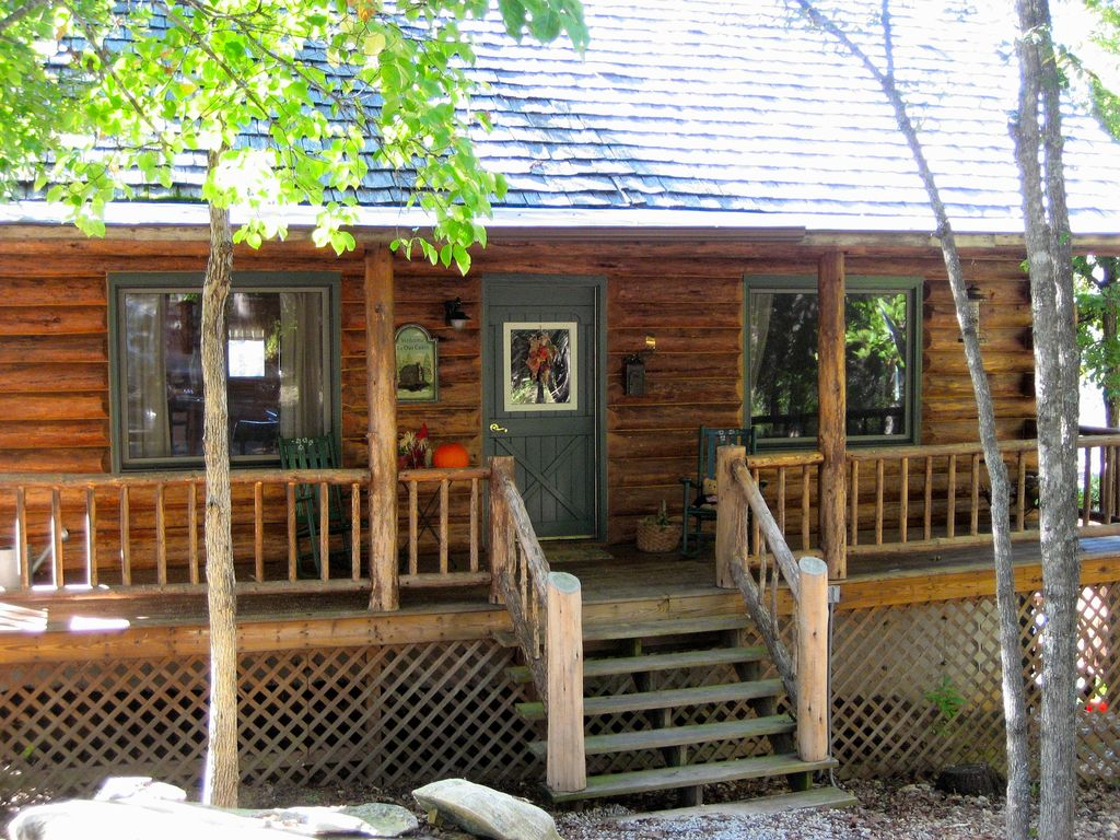Amish log home on lake tanecomo pet friendly for 7 bedroom cabins in branson mo