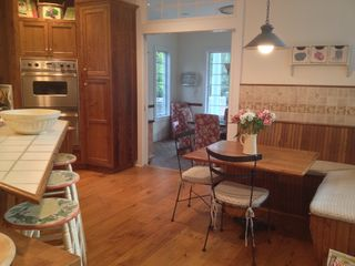 East Hampton house photo - Breakfast nook and counter with stools.