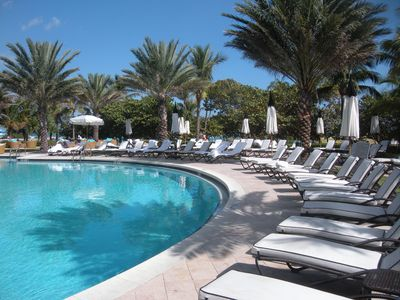 Bal Harbour condo rental - Pool and Bar/Lounge area