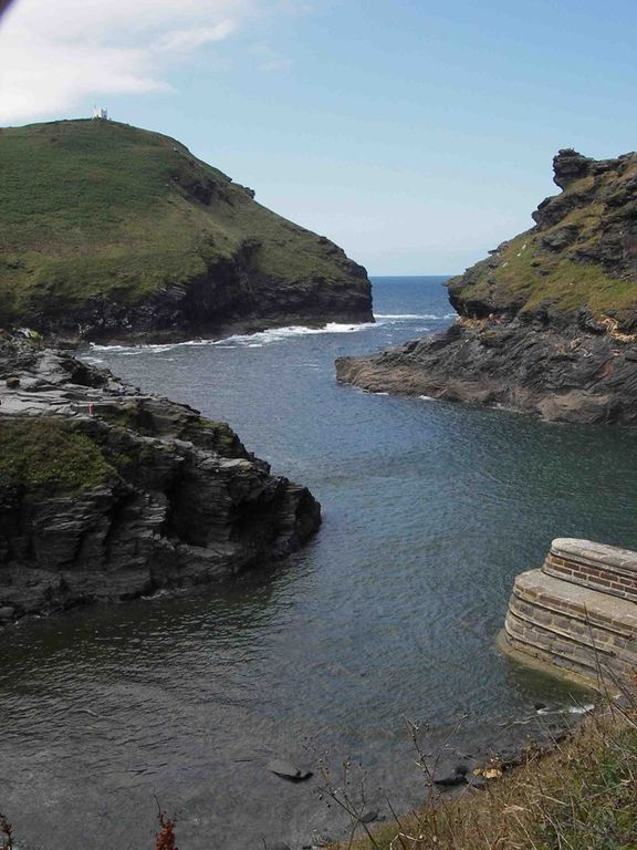 Boscastle 4 mi up the coast