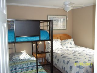 Gulf Shores condo photo - 3rd bedroom sleeps four.