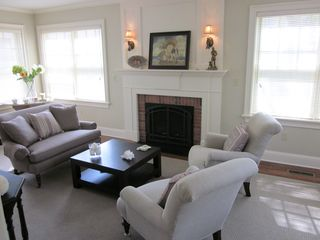 Newport house photo - Living Room with thermostated gas fireplace