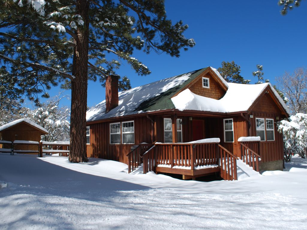 Quiet family friendly cabin next to national vrbo Big bear cabins california