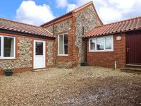 FERNDALE, pet friendly, with a garden in Dereham, Ref 921207