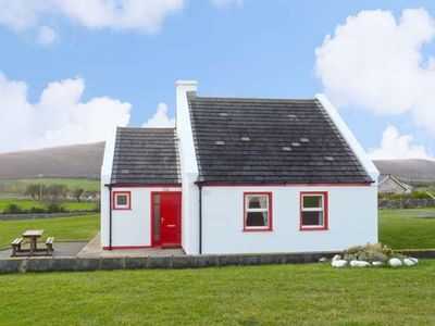 1 COIS CUAINE, pet friendly in Bellharbour, County Clare, Ref 11782