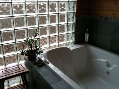 ZENADU: CHICAGO CHIC MEETS WOODLAND RUSTIC IN THIS TRANQUIL RETREAT - Bath: double massage tub with chromatherapy
