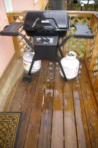 Propane Grill with 2 tanks