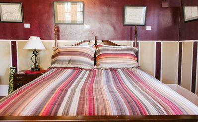 Comfy Queen bed with soft 400 count sheets