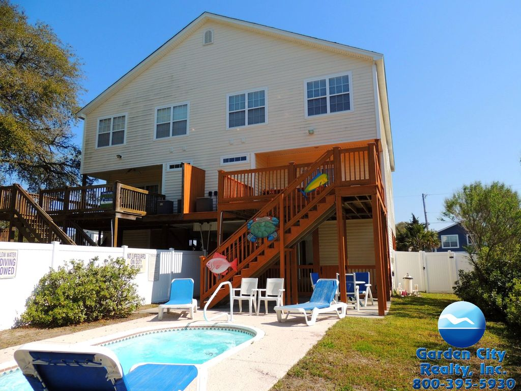 My two buoys five bedroom beach house with vrbo for 5 bedroom house with pool