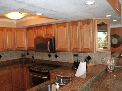 Granite countertops,stainless steel appliances & quality cookware await the chef
