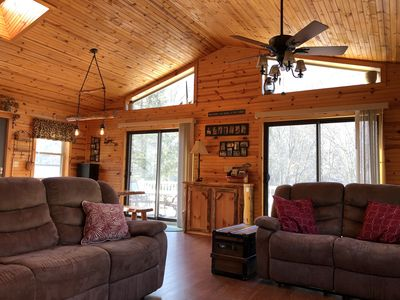 Comfy Cozy Riverfront Home 20 Min from Downtown Bedford- Kayaks, Pavilion, WiFi