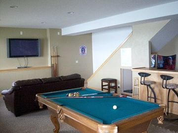 First floor game /flat screen TV /Wii / bar/ area