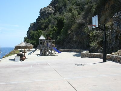 Hamilton Cove playground and basketball court