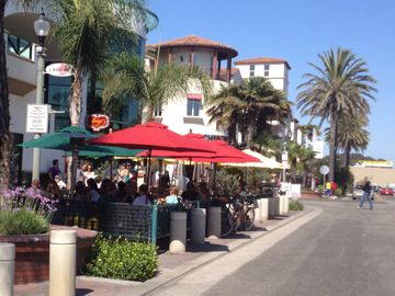 Main Street Huntington Beach.... Outdoor Eating