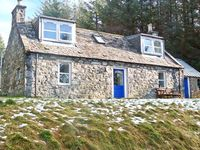 MYRTLE COTTAGE, pet friendly, with a garden in Tomintoul, Ref 21704