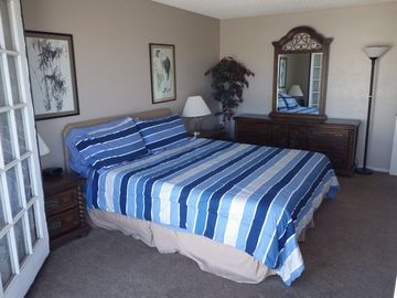 Large master bedroom with Cal King memory foam mattress