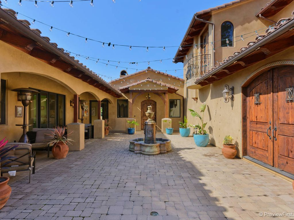 4000 sqft tuscan mediterranean home perfect vrbo for Courtyard in front of house