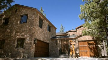 Eagle Mountain Estates house rental - Welcome to Big Bear Castle