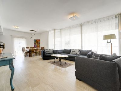 SPACIOUS&BRIGHT 4 ROOM PENTHOUSE PARKING AVAILABLE
