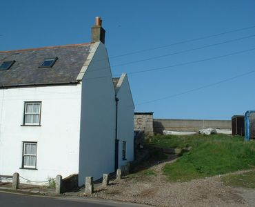 Grade II Listed Fisherman's Cottage on Chesil Beach