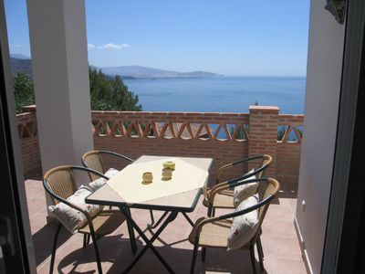 Exclusive, new holiday apartment with enchanting view of sea and mountains