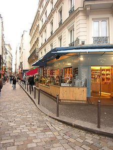 Nearby bakery with best French croissants!