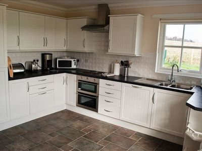 Fitted Kitchen with Fridge,freezer,Dishwasher,Hob & Oven