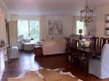 Tuscaloosa house rental - newly renovated living and dining area