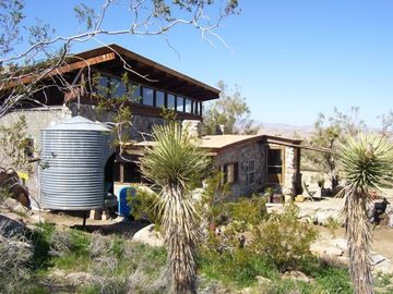 Joshua Tree house rental - Rock and glass house on the JT butte