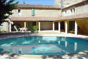 renovated Provencal mansion, ideal for large families and groups