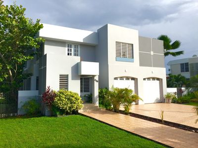 2200sf of modern design. 4 bedrooms, 2.5ba, full kitchen, formal dining room.