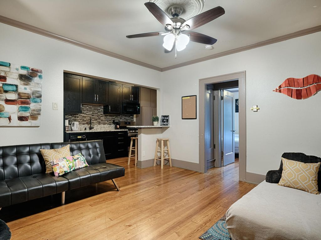 DOWNTOWN AUSTIN HAVEN-Sleep 6-ACL,SXSW,6th ST, Shops,Food,restaurants-Walkable