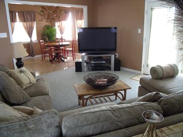 Great room with 52' plasma with DVD,High Def Cable and view of dinning area.
