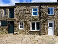 SHEPHERDS LODGE, family friendly, with a garden in Reeth, Ref 27704
