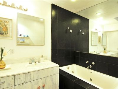 Venice Beach townhome rental - Upstairs Guest Bathroom