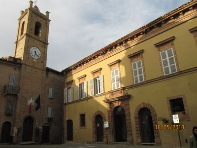 Spacious accommodation in a historical building in old town, 15 min from beach