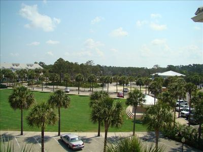 Listen to free concerts on the lawn amphitheater at Gulf Place.