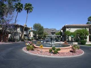 Phoenix townhome rental - Fountains all over property