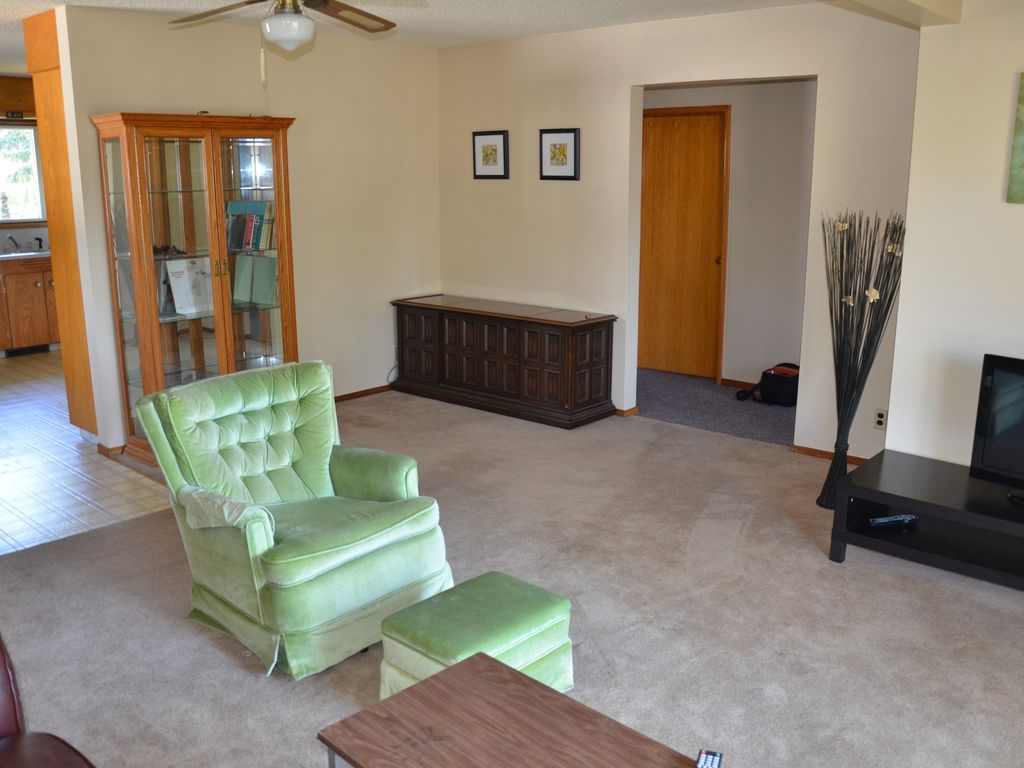 family friendly home 2bedroom with one queen bed in eachroom big