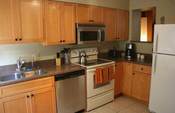 Kitchen w/granite counter and fully equipped