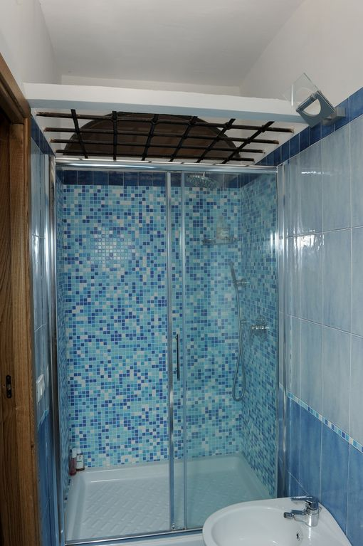 OVERSIZED SHOWER BOX DELUXE ROOM