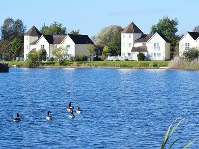 Lakeside Cottage In The Cotswold Water Parks