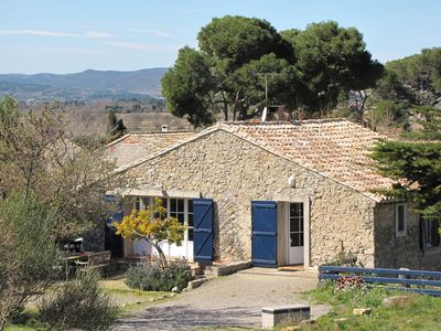 Charming cottages in vineyard Narbonne, massive Clape