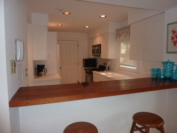 Bar & Fully Equipped Kitchen