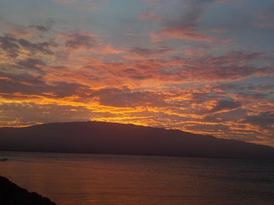 A sunrise as seen from our lanai. Enjoy the show with a Hawaii coffee!