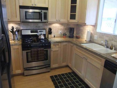 8 Fully equipped kitchen w/stainless steel appliances & granite counters
