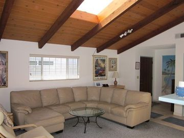 Oxnard house rental - Comfortable living room